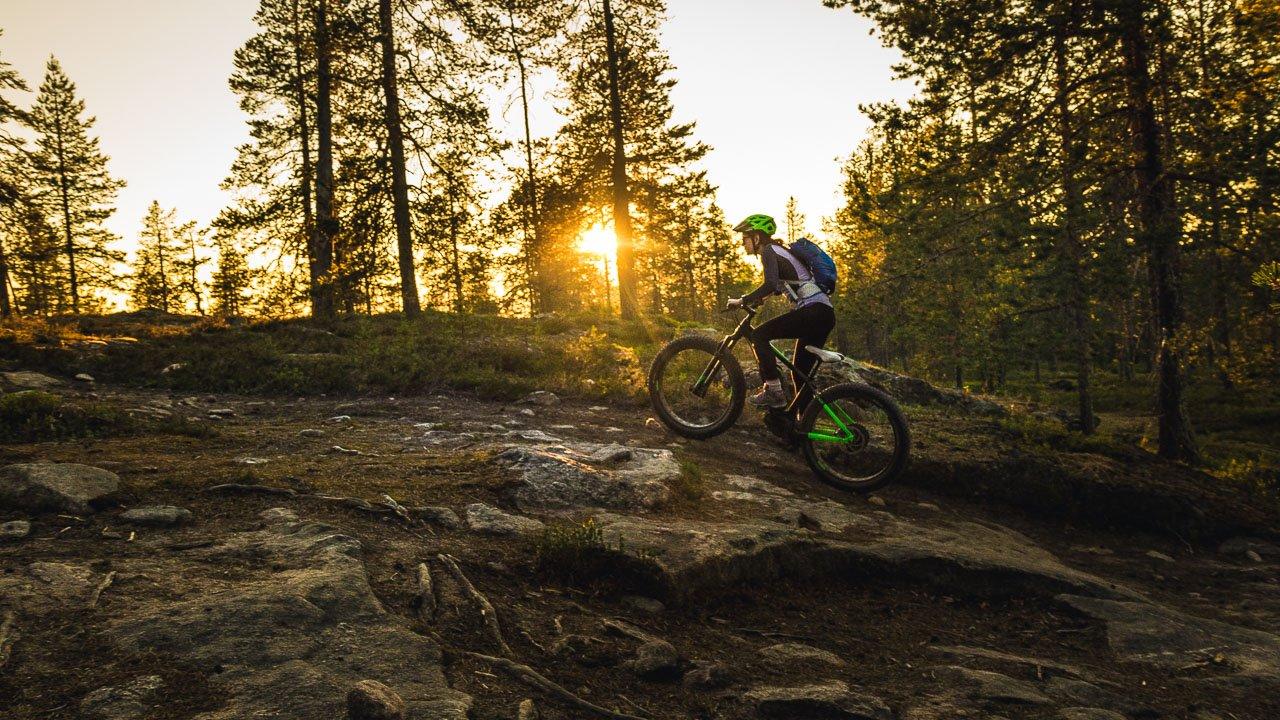 Cool summer night mountain bike ride - OUTDOYO