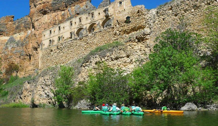 Kayaking in Madrid - Outdoyo