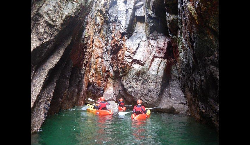 Kayak the Connemara caves - Outdoyo